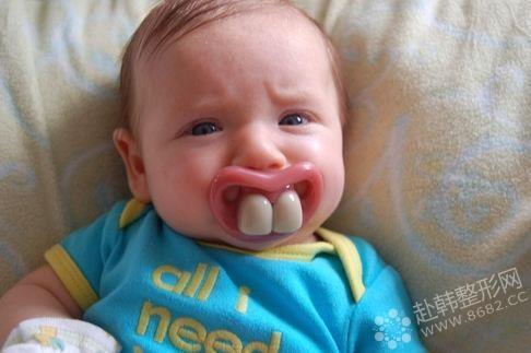 小孩子牙齿要及时矫正