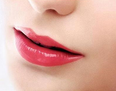 自从韩式半永久纹绣眉眼唇技术进入中国之后,这种糅合了中国传统