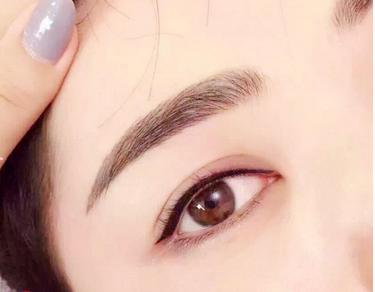 韩式半永久化妆对眉毛和眼线和唇的要求都是自然