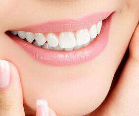 因而美容效果非常好,看起来非常自然,耐磨性与牙齿相近,近乎完美;制作